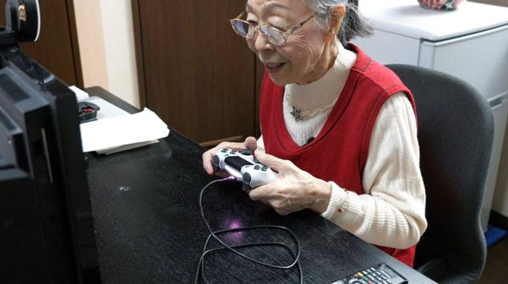 Nenek Ini Dinobatkan Jadi YouTuber Game Tertua di Dunia
