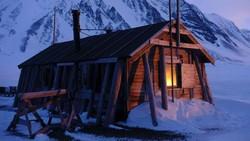 2 Penjelajah Wanita Kena Lockdown di Arktik