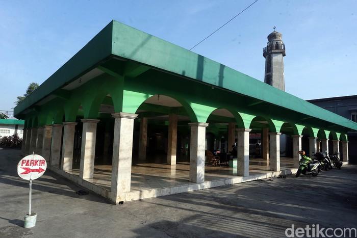 Wali Kota Bekasi Rahmat Effendi akhirnya memperbolehkan area Zona Hijau di Kota Bekasi menggelar sholat Idul Fitri. Izin itu dikeluarkan usai menggelar rapat bersama Polres dan MUI Kota Bekasi.