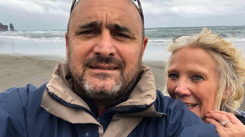 Pasangan suami istri terjebak di Fiji