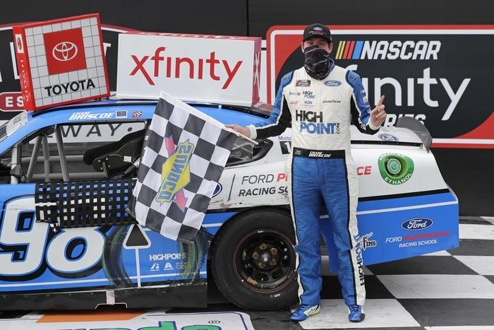 Chase Briscoe keluar sebagai juara ajang balap NASCAR Xfinity series. Di Darlington Raceway, South Carolina, Chase Briscoe berhasil mengasapi Kyle Busch di lap terakhir.