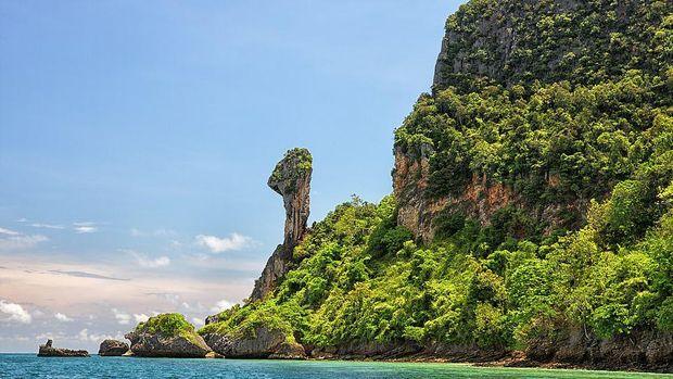 Pulau ini juga disebut Pulau Ayam