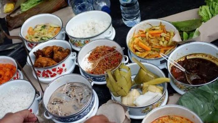 tradisi hantar makanan