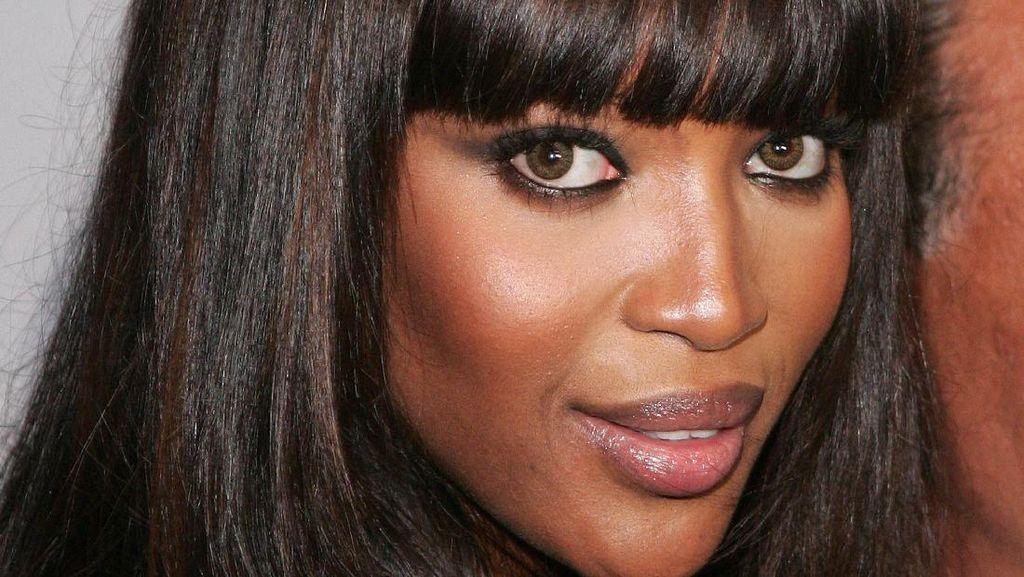Model Kontroversial Naomi Campbell Genap 50 Tahun, Wajahnya Awet Muda