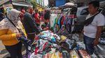 Edan! Pasar Jatinegara Ramai Banget