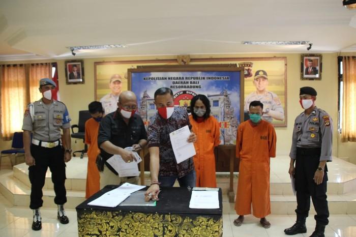 Para pelaku menggunakan label Puskesmas IV Denpasar dan RSUP Sanglah.