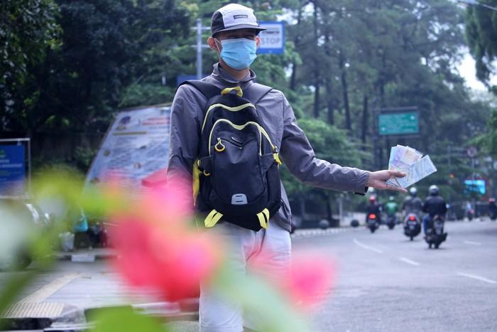 Jelang Hari Raya Idul Fitri 1440 H, banyak bermunculan jasa penukar uang baru di Kota Bandung, Jawa Barat. Seperti terlihat di Jalan Wastukencana, Kota Bandung.