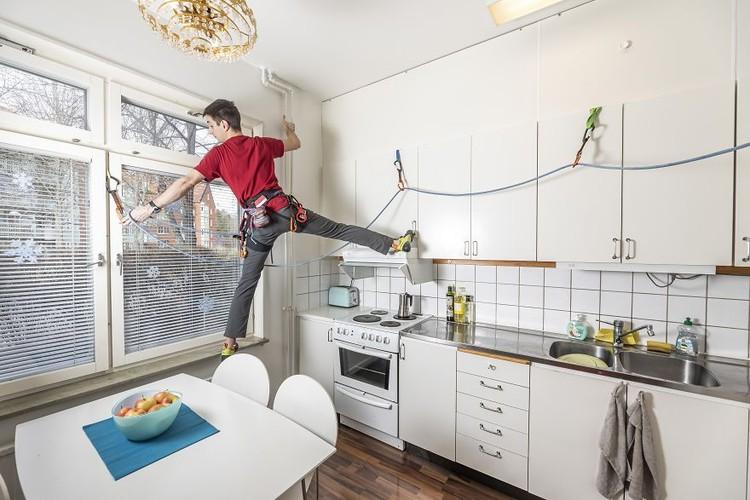 Kontes Foto Agora #StayHome menginspirasi fotografer agar tetap kreatif dari rumah dan mendokumentasikan situasi yang belum pernah terjadi sebelumnya.