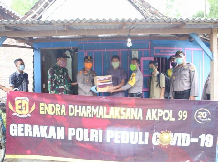AKPOL 99 Bantu Warga Terdampak Corona di 9 Daerah Jawa Timur