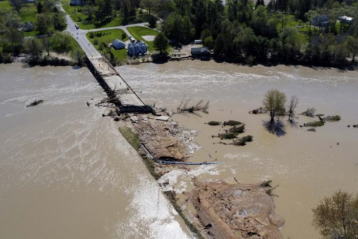 Banjir bandang akibat jebolnya dua bendungan terjadi di Michigan, Amerika Serikat. Begini kerusakannya.