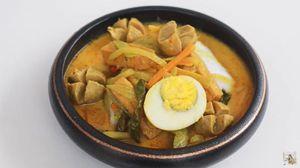Cara Membuat Ketupat Sayur Bakso ala Chef Devina Hermawan yang Praktis