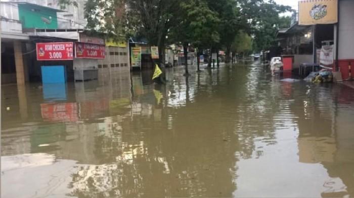 Kawasan Perum Bengkuring, Samarinda, terendam banjir. (Suriyatman/detikcom)