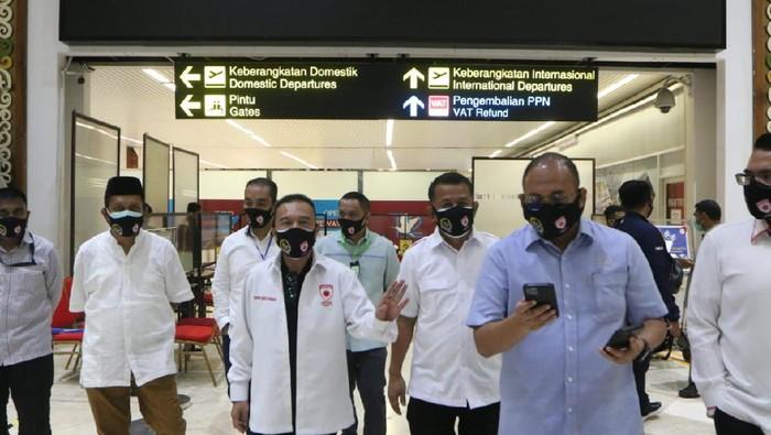 Satgas Lawan COVID-19 DPR meninjau protokol kesehatan di Bandara Soetta, Sabtu (23/5/2020).