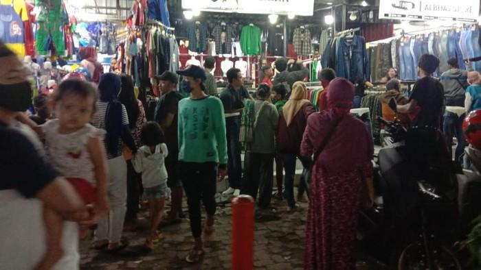 Suasana surabaya di malam ramadan saat psbb