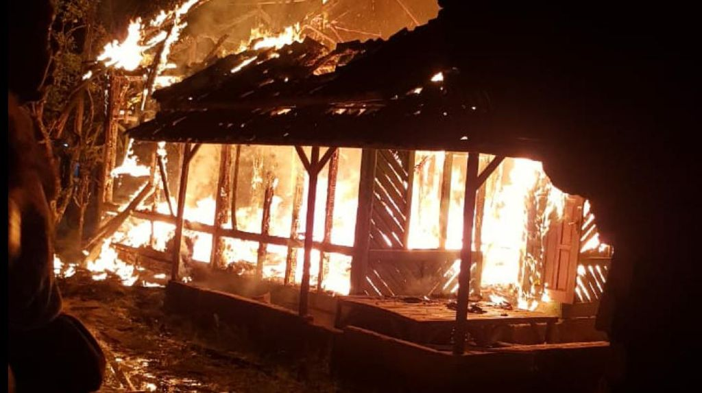 Rumah Panggung di Surade Sukabumi Ludes Terbakar