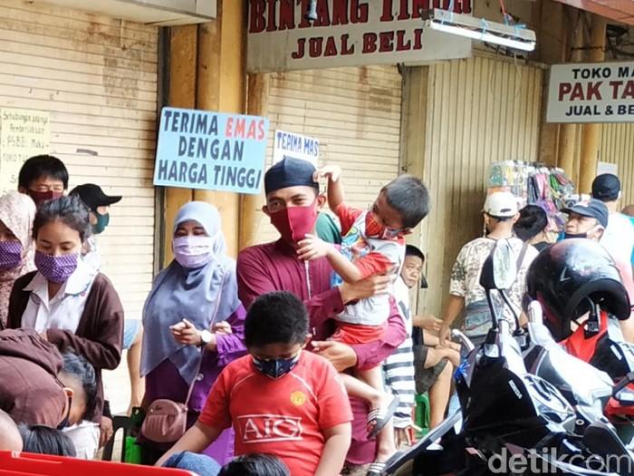 Suasana Pasar Kebayoran H-1 Idul Fitri