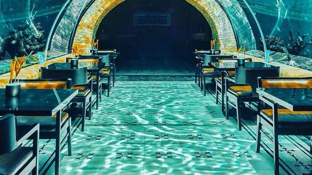 Keren! Ada Restoran dengan Pemandangan Bawah Laut Di Bali