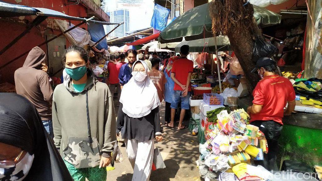 Pasar Ramai Jelang Lebaran, Pedagang: Jangan Salahkan Kami