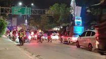 Malam Takbiran, Ratusan Pemudik Coba Terobos Perbatasan Bekasi-Karawang