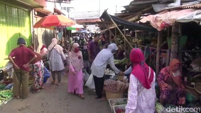PSBBdi Kota Tegal, Jawa Tengah secara resmi berakhir Jumat kemarin. Aktivitas warga mulai berjalan normal, termasuk kegiatan ekonomi masyarakat.
