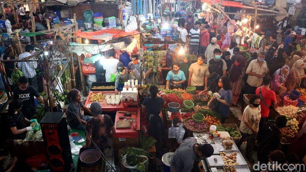 Warga Bekasi Padati Pasar Kranji Baru