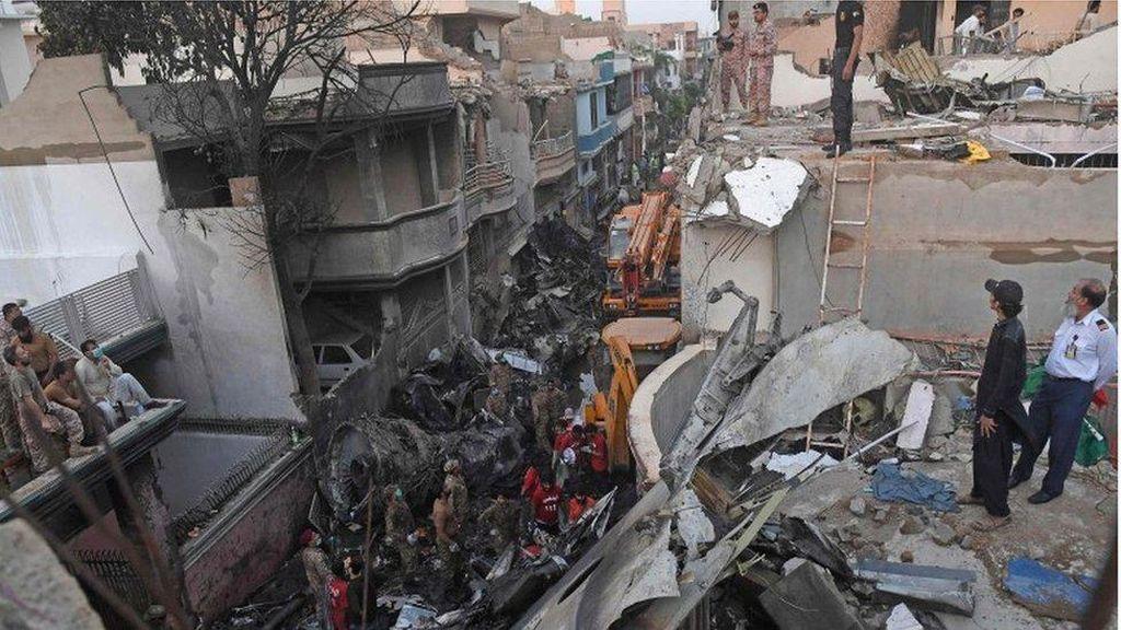 Korban Selamat Pesawat Jatuh di Pakistan: Saya Hanya Bisa Melihat Api