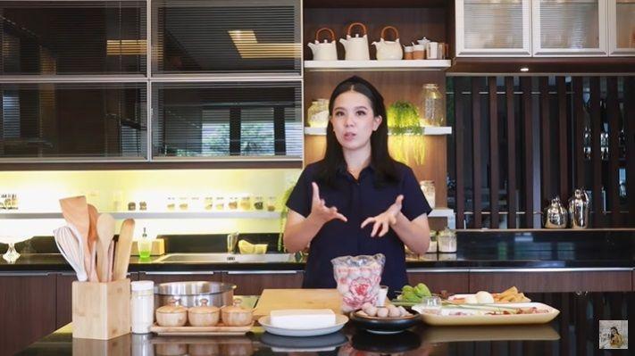 Ketupat sayur bakso ala chef Devina Hermawan