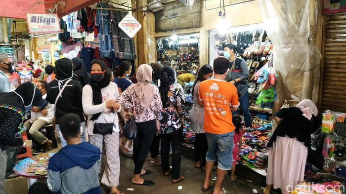 Suasana pasar Kebayoran Lama