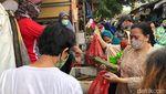 Begini Sesaknya Pengunjung di Pasar Rawalumbu Bekasi