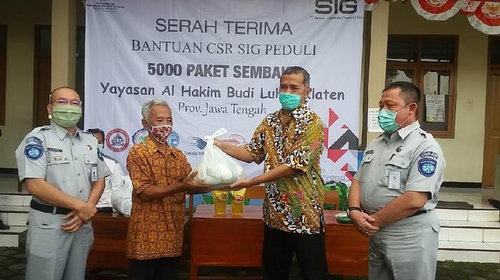 PT Semen Indonesia Tbk  dan anak perusahaan menyalurkan bantuan 64.601 paket kebutuhan pokokuntuk Provinsi DKI Jakarta, Aceh, Sumatera Barat, Jawa Tengah, Jawa Timur, dan Sulawesi Selatan.