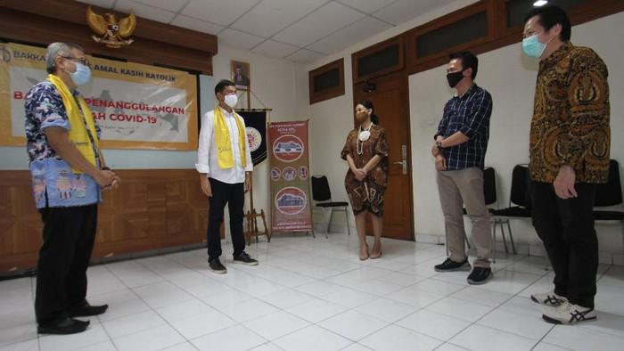 BAKKAT menjadi salah satu badan amal/yayasan yang bekerja sama dengan AXA Mandiri untuk menyalurkan donasi berupa paket sembako.