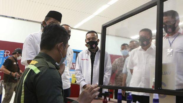 Satgas Lawan COVID-19 meninjau protokol kesehatan di Bandara Soetta.