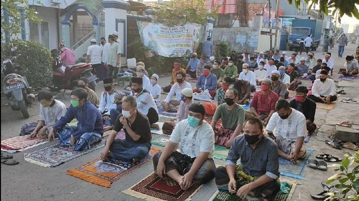 Suasana salat Id di Masjid Al-Muhajirin Kelurahan Kayuringin Jaya Bekasi