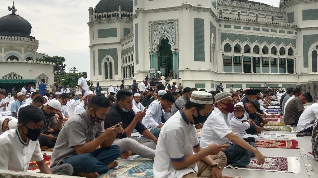 Masjid Raya Medan Gelar Salat Id, Jemaah Wajib Pakai Masker Cegah Corona