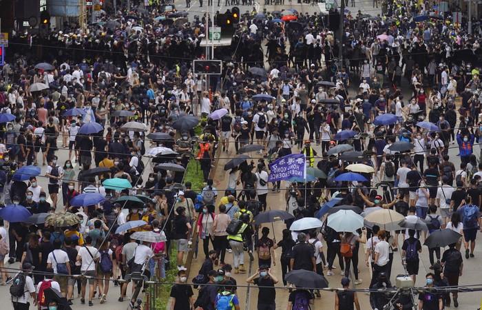 Warga Hong Kong gelar aksi unjuk rasa di tengah pandemi Corona. Mereka memprotes rencana China yang hendak membuat UU Keamanan Nasional untuk kotanya.