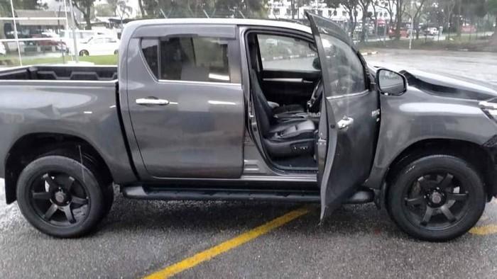 Wujud Toyota Hilux yang dihajar massa usai sang sopir ugal-ugalan