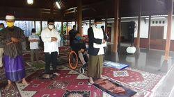 Batal Salat Id di Alun-alun, Bupati Karanganyar Jadi Imam di Rumah