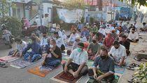 Warga Bekasi Salat Id di Masjid, Terapkan Protokol Kesehatan