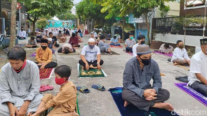 Momen warga Pekanbaru laksanakan salat Id di masa Pandemi Corona