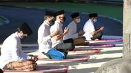 Bermasker-Jaga Jarak, Jokowi Salat Idul Fitri di Istana Bogor