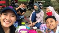 Bahagianya Phita Haningtyas Dikunjungi Keluarga saat Lebaran
