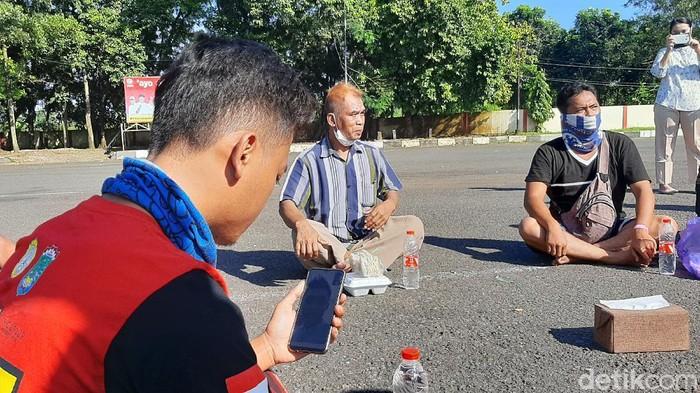 Suasana Lebaran para pemudik yang dikarantina di GOR Satria Purwokerto