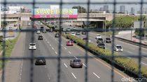 Hari Pertama Lebaran, Kendaraan Lalu Lalang di Tol Jakarta-Tangerang