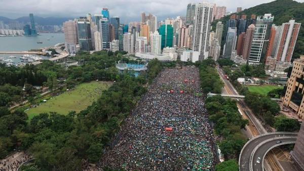 Hong Kong yang juga mengalami gejolak dalam bentuk kerusuhan politik masih tetap berada di posisi teratas. Alasan lain yakni memiliki pasar properti termahal di dunia (Foto: ABC Australia)