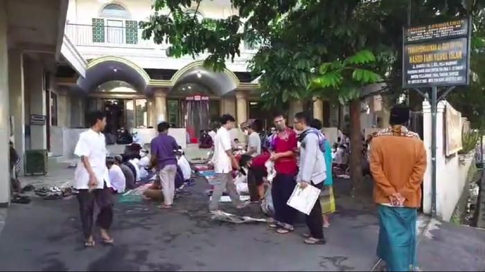 Suasana di Masjid Jami Nurul Islam Mampang