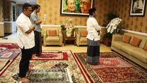 Menko Mahfud Md Salat Id di Rumah Bareng Istri hingga Ajudan
