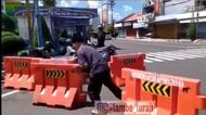 Viral Pria Bongkar Barikade yang Disebut Polisi Diduga Depresi Pandemi