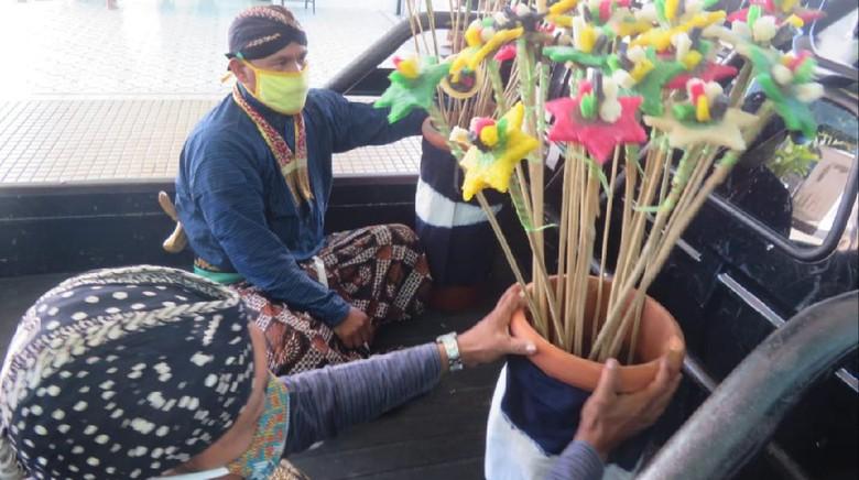 Keraton Yogyakarta bagikan ubarampe gunungan