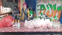 Curhat Pedagang Kembang Omzet Turun karena Peziarah Kurang Imbas Corona
