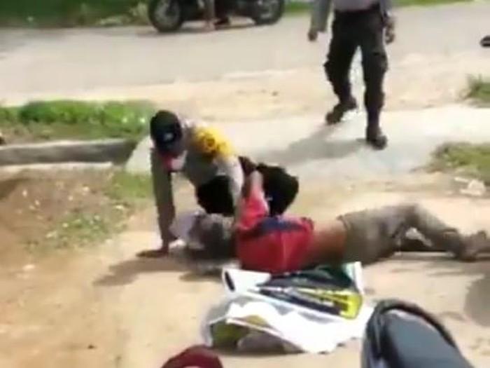 Viral 2 Oknum Polisi di Aceh Timur Keroyok ODGJ